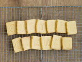 Custard Cream Biscuits on a Cooling Rack — Stock Photo