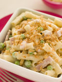 Macaroni Cheese with Peas Ham and a Toasted Crumb — Stock Photo