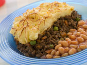 Cottage Pie and Baked Beans — Stock Photo