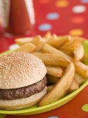 Beefburger in a Sesame Seed Bun with Chunky Chips — Stock Photo