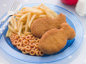 Fish Cakes with Spaghetti Hoops and Chips — Stock Photo