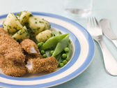 Chicken Goujons with Herb Buttered New Potatoes and Green Vegeta — Stock Photo