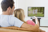 Couple in living room watching television — Stock Photo