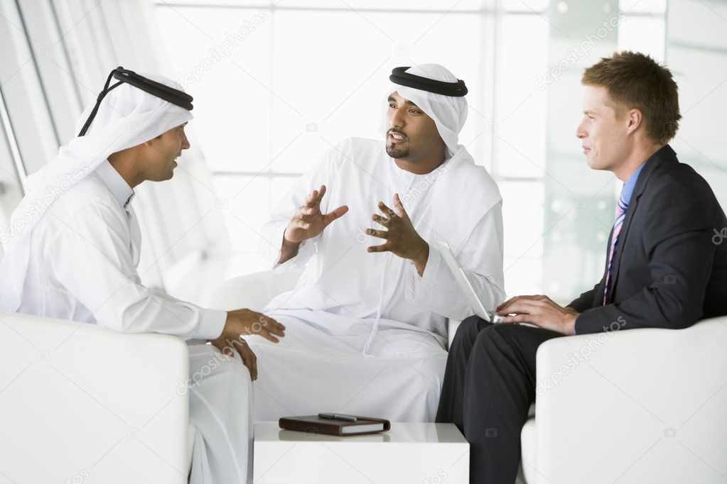 A meeting between a Caucasian businessman and two Middle Eastern — Stock Photo #4760305