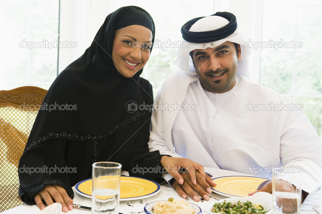A Middle Eastern couple enjoying a meal — Stock Photo #4760323