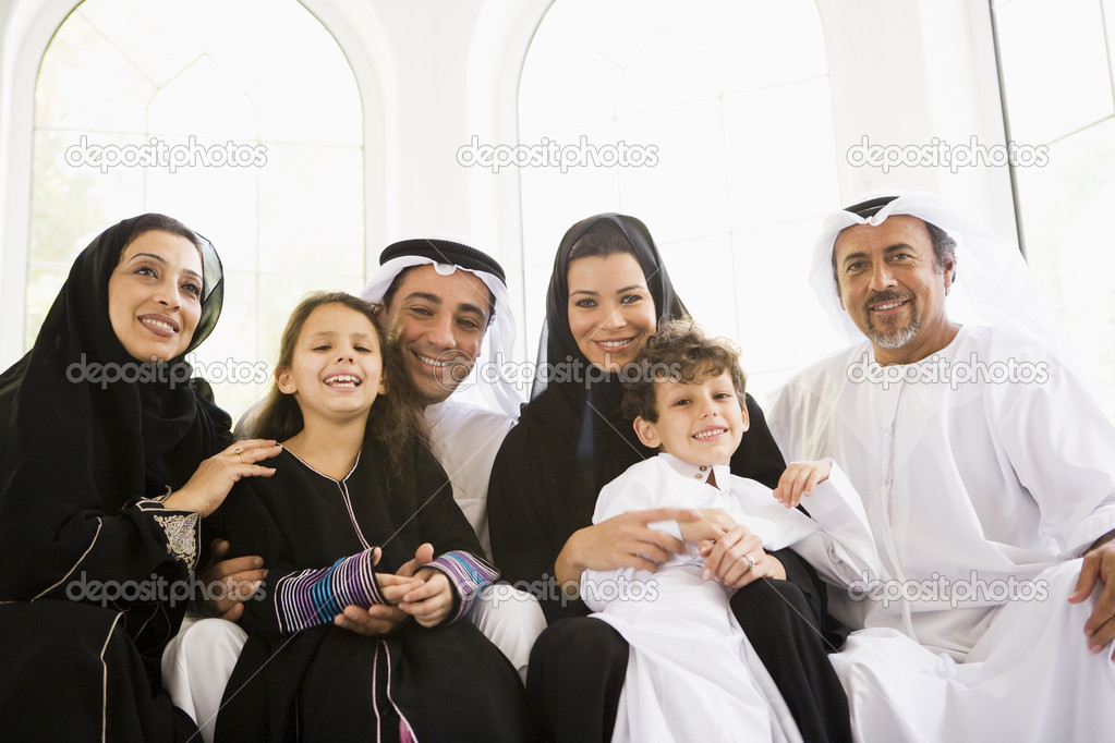 A Middle Eastern family — Stock Photo #4760397