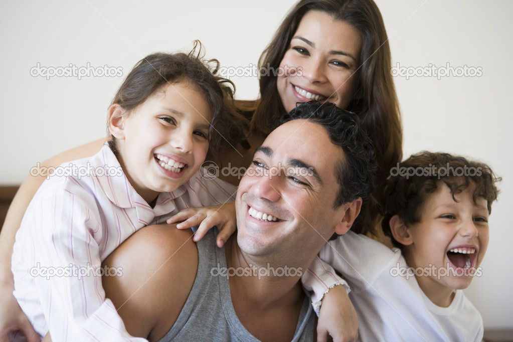 A Middle Eastern family — Stock Photo #4760611