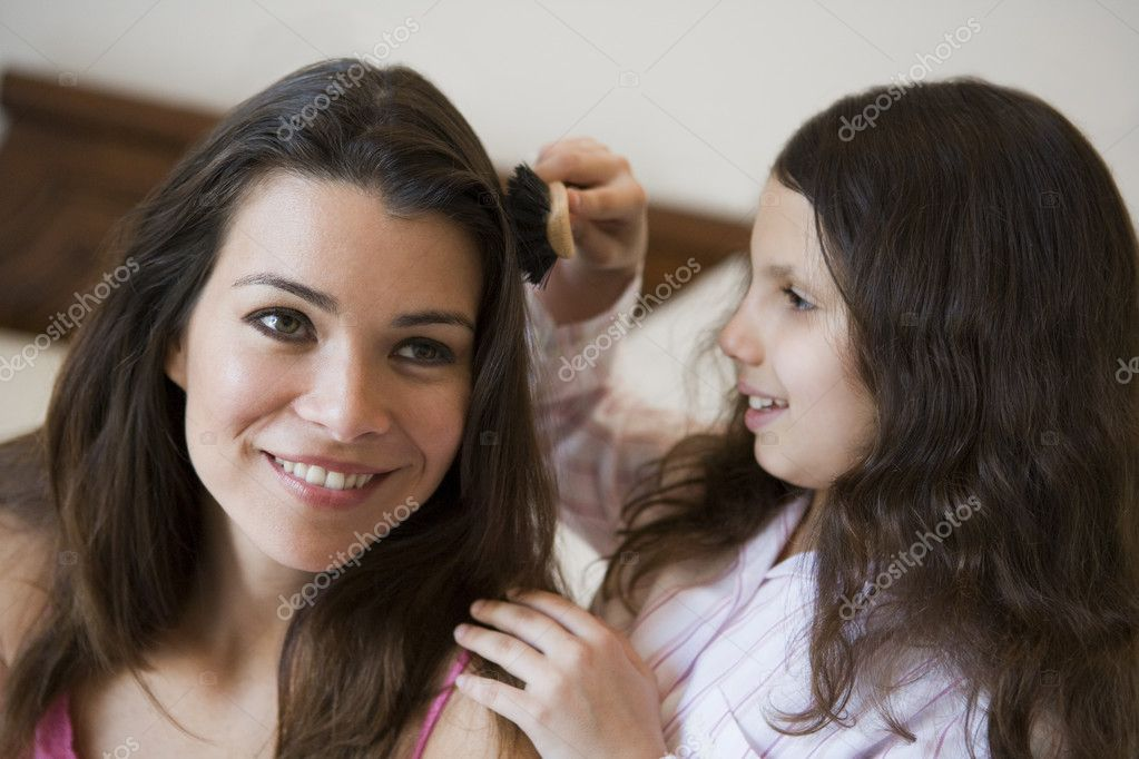 A Middle Eastern woman with her daughter — Stock Photo #4760613