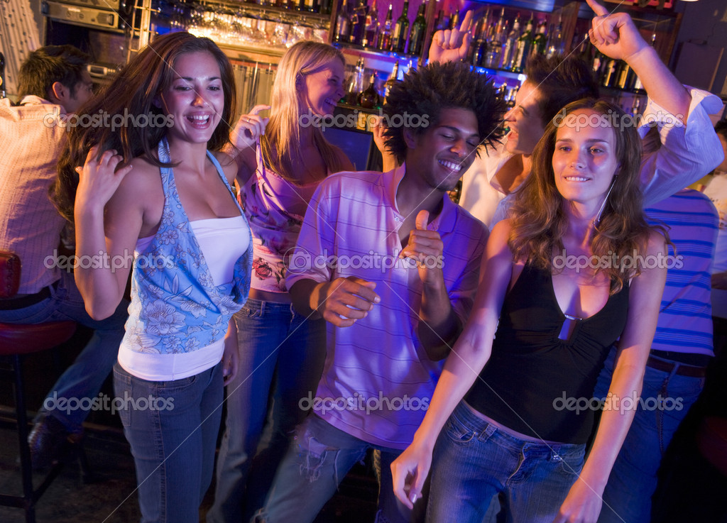 Young men and women dancing in a nightclub — Foto Stock #4760955