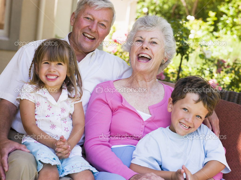 Grandparents laughing with grandchildren — Stock Photo #4763483