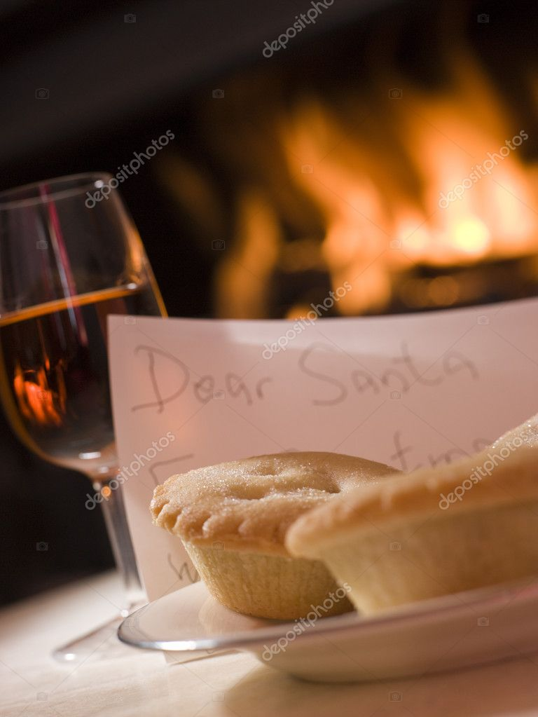 Santa Plate of Mince Pie Sherry and a Letter — Stock Photo #4765324