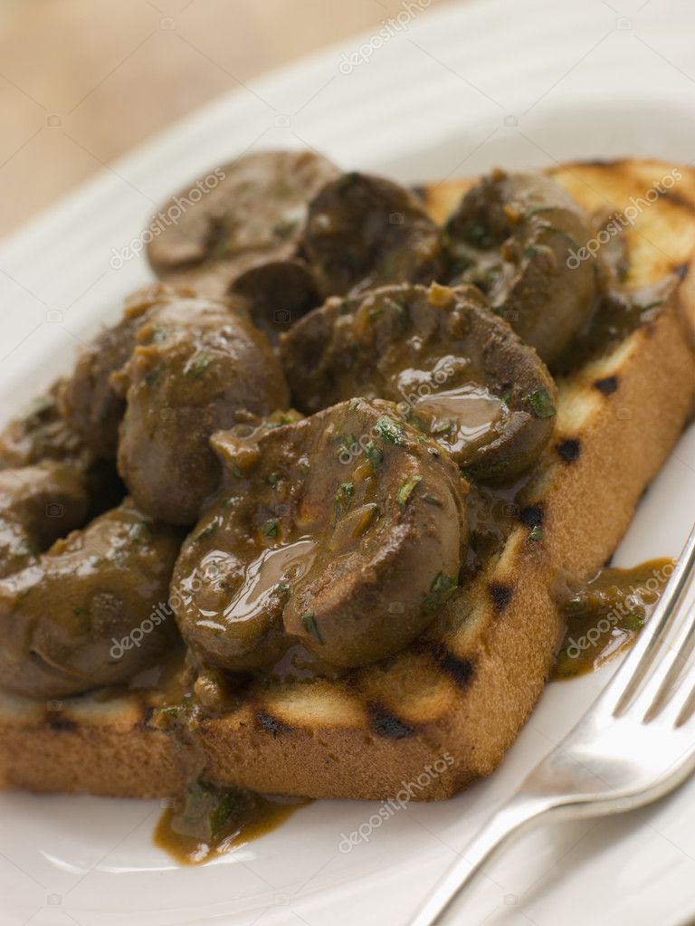 Devilled Lambs Kidneys on Toast — Stock Photo #4765927