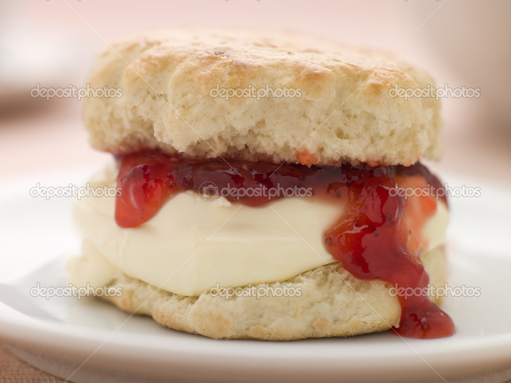 Scone Filled with Strawberry Jam and Clotted Cream on a plate  Lizenzfreies Foto #4766238