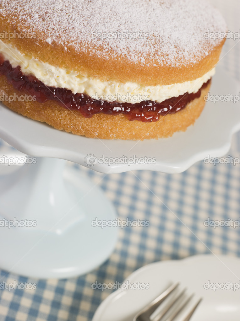 Victoria Sponge on a Cake Stand — Stock Photo #4766366