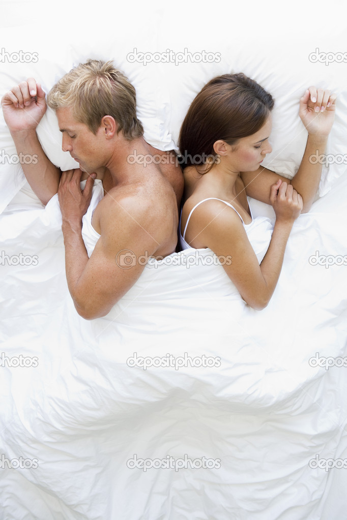 Couple lying in bed sleeping — Stock Photo #4767704