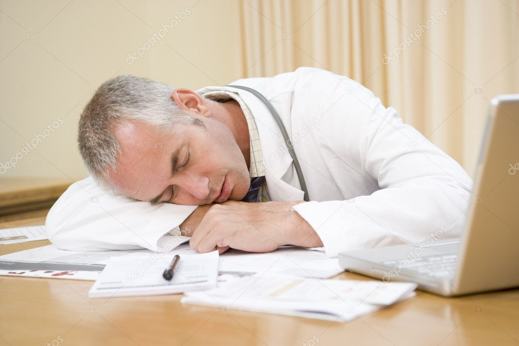 arzt mit laptop schlafen im b ro des arztes stockfoto monkeybusiness 4769312. Black Bedroom Furniture Sets. Home Design Ideas