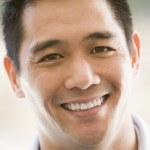 Head shot of man smiling — Stock Photo