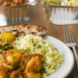 Plate Of Indian Take Away- Chicken Bhoona, Sag Aloo, Pilau Rice — Stockfoto