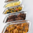 Foto Stock: Selection Of IndiTake Away Dishes In Foil Containers
