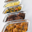 Selection Of Indian Take Away Dishes In Foil Containers - Foto Stock
