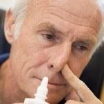 Senior Man Using Nasal Spray — Stock Photo