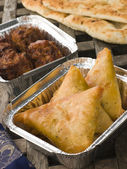 Indian Take Away- Vegetable Samosa, Naan Bread And Onion Bahji — Stock Photo