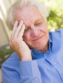 Homme avec un mal de tête — Photo