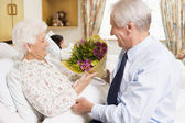 Senior Man Giving Flowers To His Wife In Hospital — Stock Photo