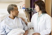 Doctor And Patient Looking At Each Other — Stock Photo