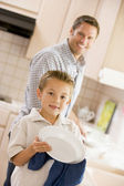 Father And Son Cleaning Dishes — Stock Photo