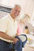 Husband And Wife Cleaning Dishes — Stock Photo