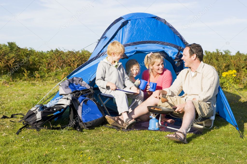 Family camping with tent and cooking — Stock Photo #4771124