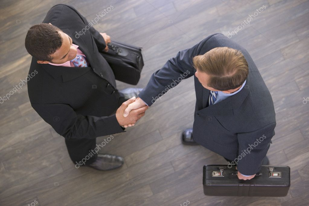 Two businessmen indoors shaking hands — Stock Photo #4771928