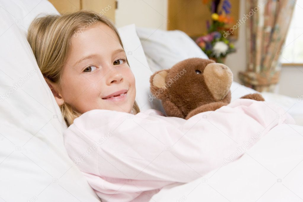 Young Girl Lying In Hospital Bed,Holding Teddy Bear — Stock Photo #4779409
