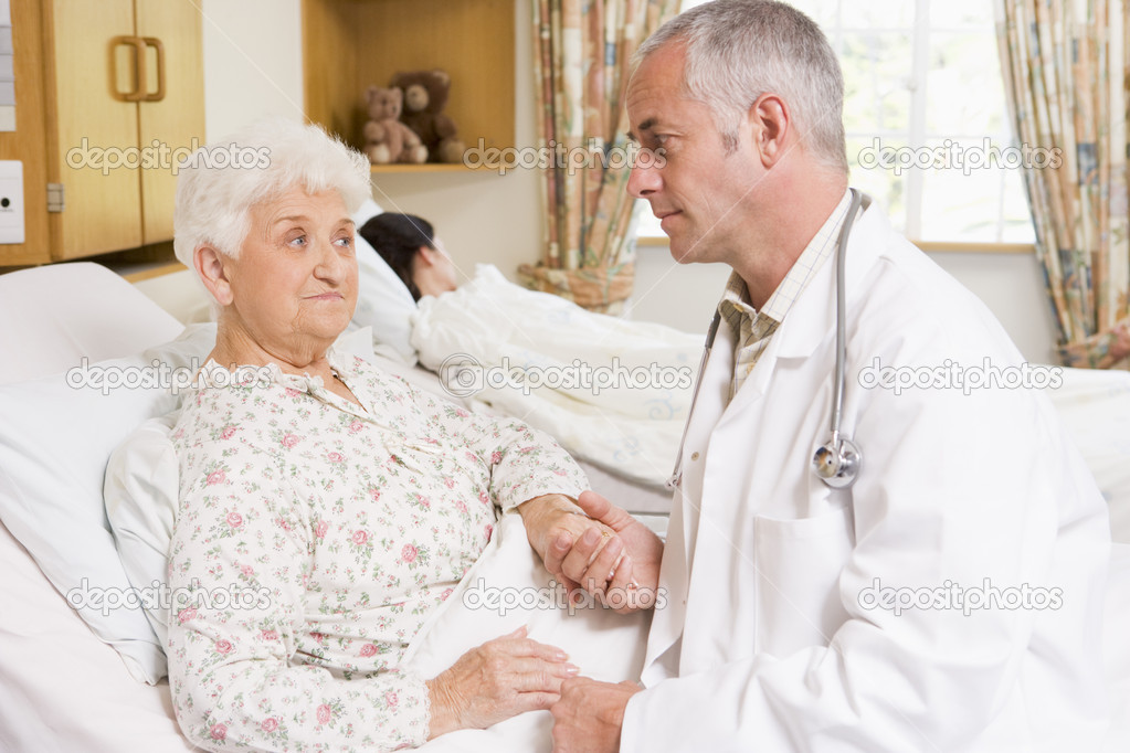 Doctor Talking With Senior Woman Patient In Hospital — Stock Photo #4779438