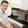 Foto Stock: Boy Playing Piano
