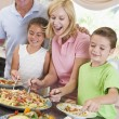 Mother Serving Up Dinner For Family - Foto Stock