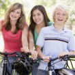 Teenagers On Bicycles — Stockfoto