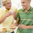 Foto Stock: Teenage Boys Making Sandwiches