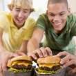 Teenage Boys Eating Burgers — Stockfoto