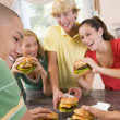 Teenagers Eating Burgers — Stockfoto