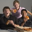 Teenagers Having Fun And Eating Pizza — Stock Photo