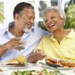 Couple Eating An Al Fresco Meal — Stock Photo