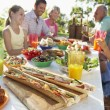 Family Dining Al Fresco — Stockfoto