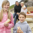 Family Dining Al Fresco At The Beach — Stock Photo
