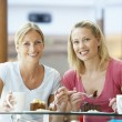 Female Friends Having Lunch Together At The Mall — Stock fotografie