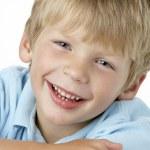 niño sonriendo — Foto de Stock