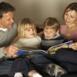 Family Reading Together — Stock Photo