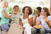 Group Of Teenagers Sitting On A Couch Eating Pizza — Foto de Stock