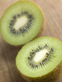 Halved Kiwi Fruit — Stock Photo